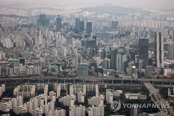 서울 송파구 잠실 롯데월드타워 '서울스카이' 전망대에서 바라본 서울 강남일대의 모습